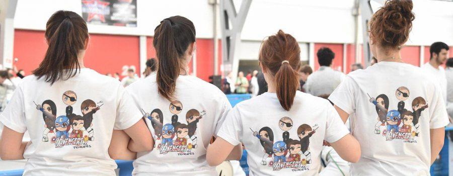 Le ragazze ai Campionati Italiani Assoluti a Squadre dell'anno scorso. Foto di Andrea Trifiletti (Bizzi Team). Disegno di Sofia D'Agnese